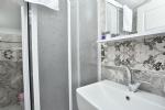 Çift Kişilik Çatı Katı Odamızın Banyosu
