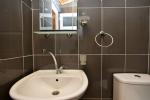 Üç Kişilik Dağ Manzaralı Apart Odamızın Banyosu