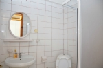 Deniz Manzaralı Dört Kişilik Apart Odalarımızın Banyosu
